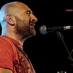 Gus Herrera armonica y voz