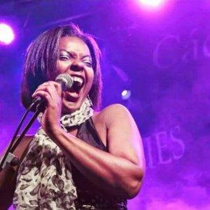 Suzette Moncrief voz Lito Blues Band